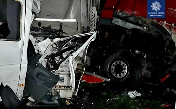 Смертельное ДТП: столкнулись 4 авто, 5 человек погибли, 20 травмированы (Фото)