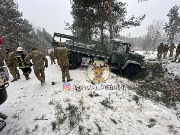 В ДТП на Яворовском полигоне пострадало 13 военных, у многих многочисленные переломы (ФОТО, ВИДЕО) 1