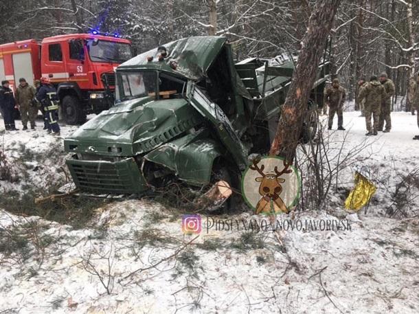 В ДТП на Яворовском полигоне пострадало 13 военных, у многих многочисленные переломы (ФОТО, ВИДЕО) 3