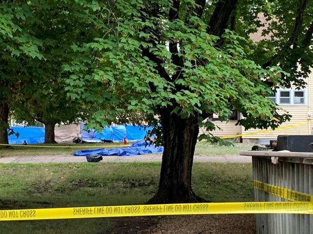 В США самолет упал на жилой дом - никто не выжил (ФОТО) 1