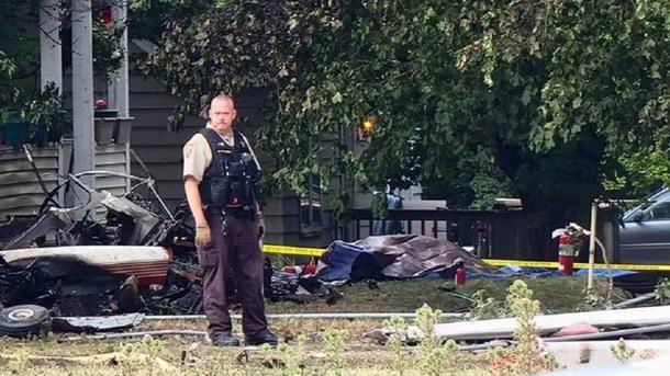 В США самолет упал на жилой дом - никто не выжил (ФОТО) 3