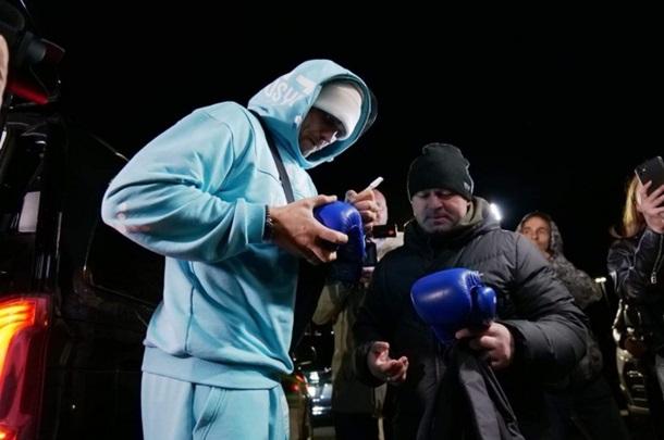 Усик вернулся в Украину и сказал, чего сейчас хочет больше всего (ФОТО, ВИДЕО) 7