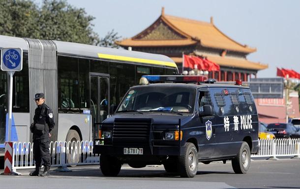 Китайские власти рассматривают версию теракта с участием смертника на центральной площади Пекина