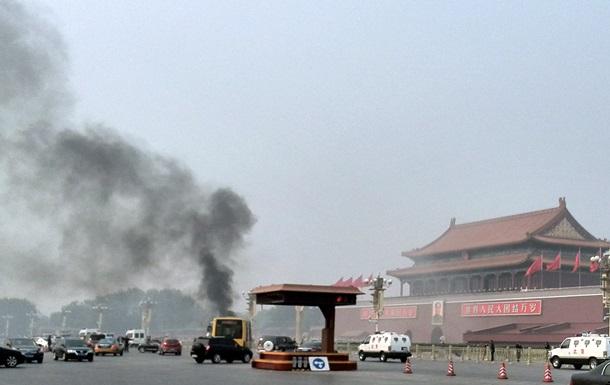 В Китае арестовали подозреваемых в причастности к теракту на центральной площади Пекина