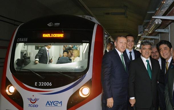 Пассажирам поезда, курсирующего в открывшемся туннеле под Босфором, пришлось идти пешком из-за отключения электричества