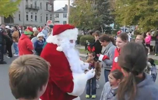 В США город отпраздновал Рождество на два месяца раньше ради умирающего ребенка