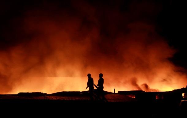 В Москве случился крупный пожар на складе бытовой химии