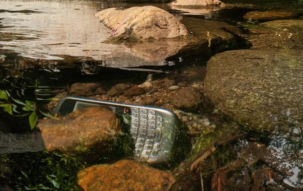 Акции Blackberry рухнули из-за срыва сделки по продаже