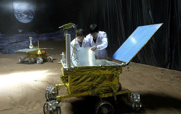 Китай впервые показал собственную модель лунохода