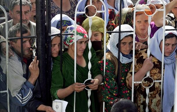 Таджикские избиратели встали в очереди, голосуя за новый срок Рахмона - Reuters