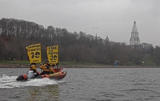 Московская полиция отпустила активистов Greenpeace