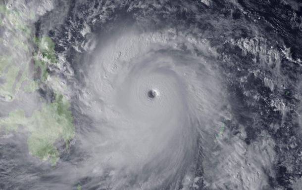 Супертайфун Хайян, сильнейший шторм 2013 года в мире, обрушился на Филиппины