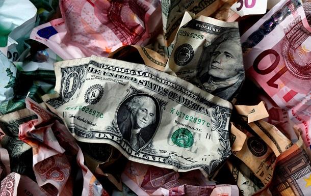 Евро тщится пробиться к прежним высотам межбанка на фоне спокойного доллара