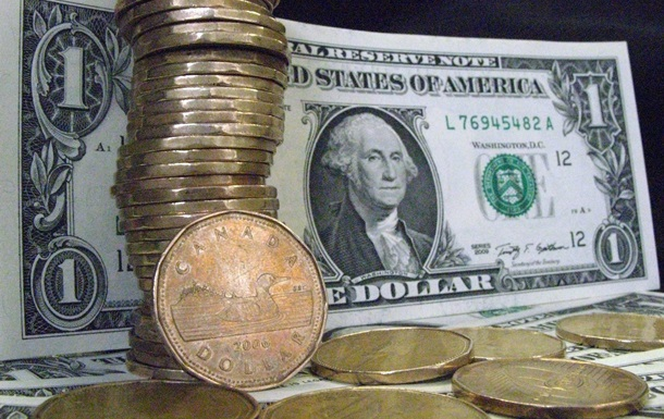 Чистая покупка валюты населением Украины в октябре упала в три раза