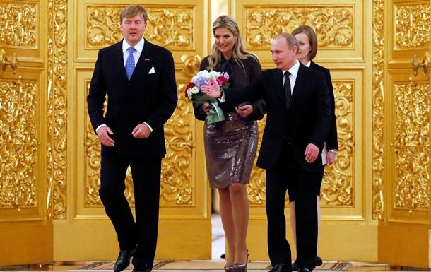 Короля Нидерландов закидали помидорами в московской консерватории