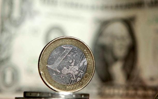 Межбанковский евро незначительно снизился на фоне празднующего День Ветеранов доллара