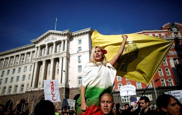 В Болгарии тысячи протестующих студентов заблокировали университет Софии