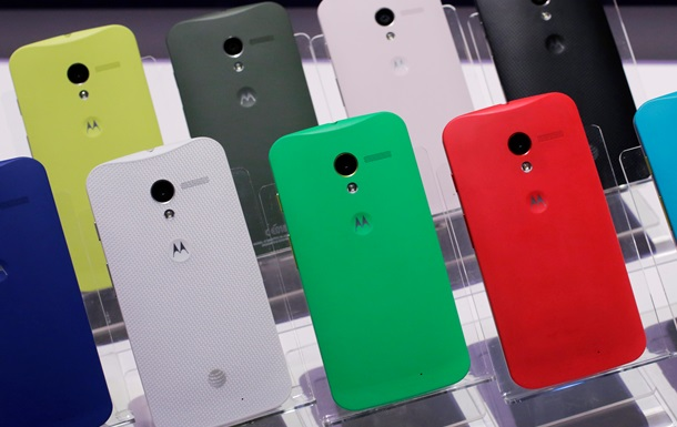Motorola выпустит недорогой телефон из-за слабых продаж своего флагманского аппарата