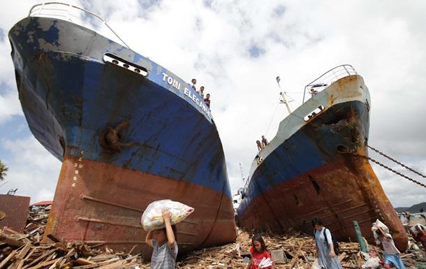 Восемь человек погибли на Филиппинах во время давки у склада с продуктами