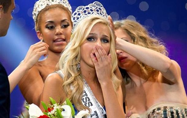 Хакер шантажировал королеву красоты ее  голыми  фото