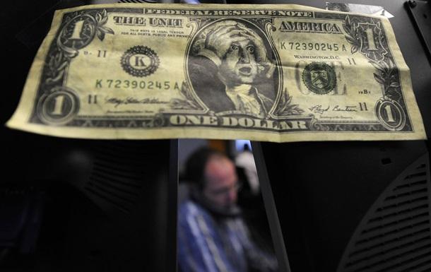 НБУ впервые за 40 дней вышел на межбанк, пытаясь обуздать долларовую лихорадку