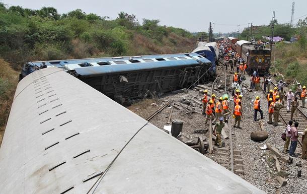Пять человек погибли в результате крушения поезда в Индии