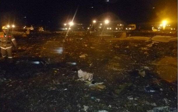 Крушение боинга, летевшего рейсом Москва-Казань. Самолет упал при посадке в аэропорту Казани, выживших нет.