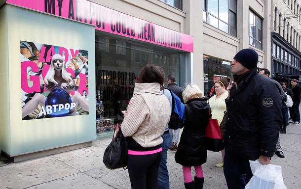 ARTPOP Леди Гаги возглавил британский чарт
