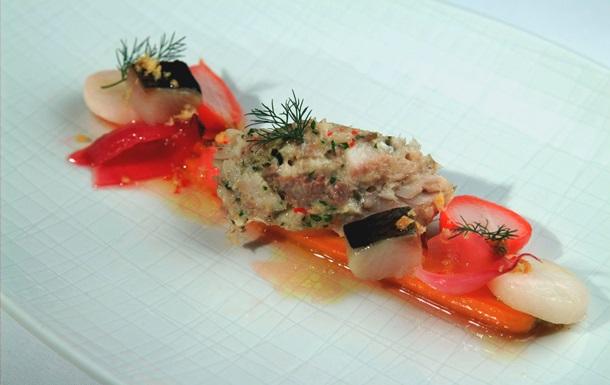 Рыбный день. Рецепт рильета из сельди с овощами в глазури от повара Свена Эрика Ренаа