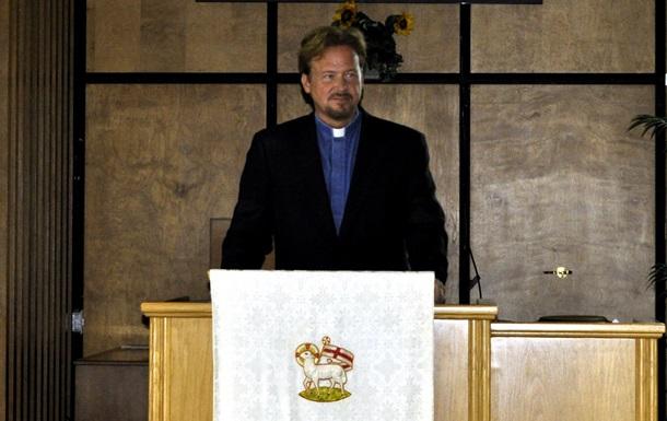 Американский пастор предстанет перед церковным судом за венчание гомосексуальной пары
