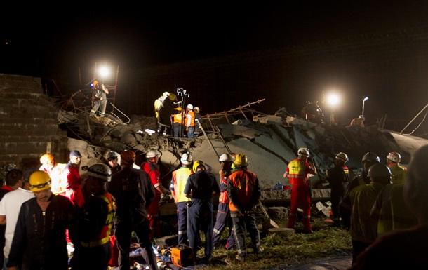 В ЮАР рухнул торговый центр, под завалами находятся десятки людей