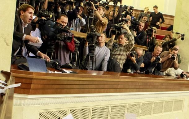 Регионалы пообещали не отгораживать журналистов стеклом в парламенте