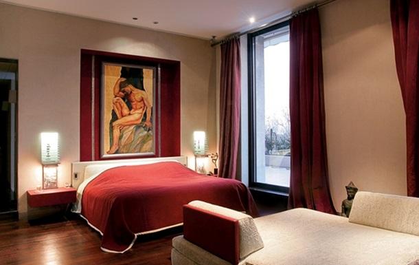 Апартаменты джентльмена. Интерьер холостяцкой квартиры с видом на Эйфелеву башню