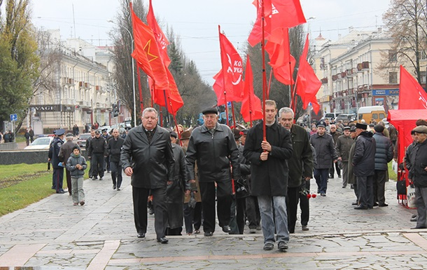 Компартия провела в Чернигове демонстрацию и митинг посвященные 96-й годовщине В