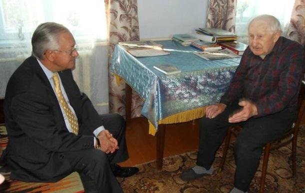 У Білій Церкві Борис Тарасюк відкрив громадську приймальню та відвідав воїна УПА