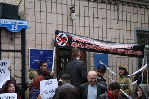 Луганские  моралисты  пикетировали Игоря Швайку