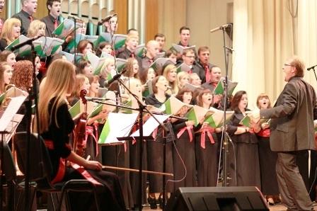 В Донецкой филармонии прошел благотворительный концерт Международного Джаз Хора.