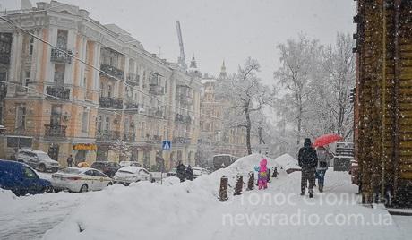 За прибирання снігу у внутрішньо-квартальних проїздах не відповідає ніхто!