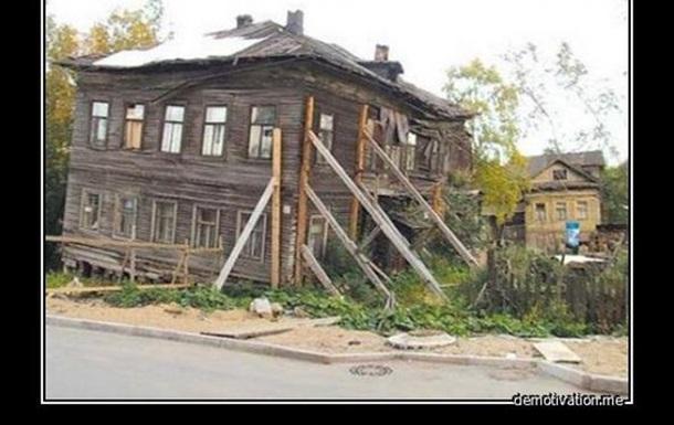 Російські реалії. Та за ними ясно проглядають реалії українські.