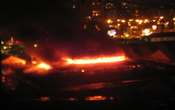 На Героев Днепра сгорел 11-тый павильон рынка Оболонь.