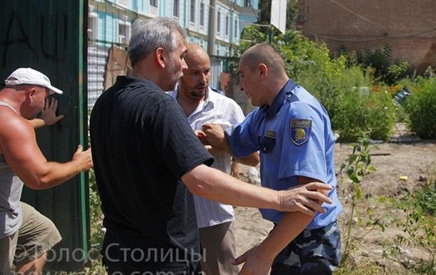 Киевляне прорвались на стройку в Десятинном переулке