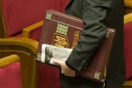 Нічого на Конституцію нарікати....