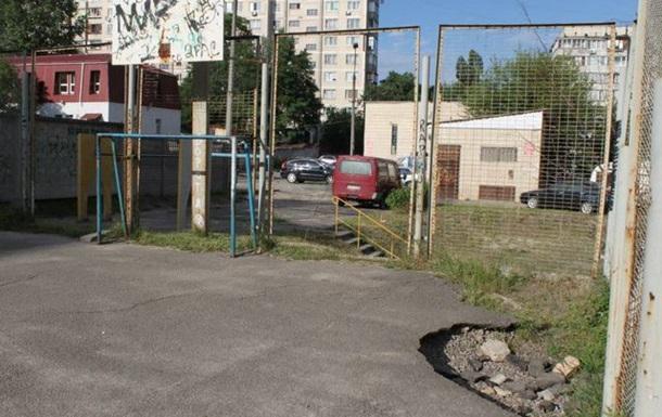Голосіївці запрошують О.Попова на спортивні майданчики району