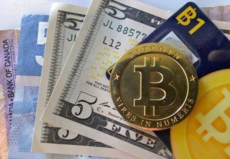 Эксперты: Доллар и Bitcoin растут в цене, гривну же ждет девальвация