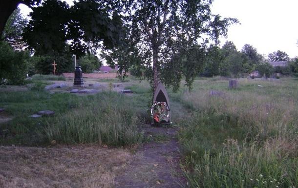 Зачем кому-то понадобилось устанавливать поклонный крест на еврейском кладбище?