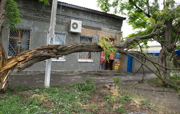 Одесса,  после урагана 31.05.2013 четыре дня спустя, а воз и ныне там...