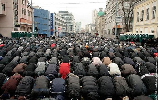 Мусульмане перекрыли движение в центре Пензы из-за эвакуации машины
