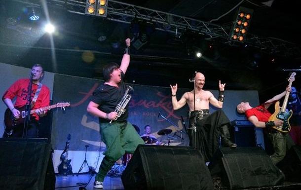 Рок-гурт Гайдамаки закликав киян  Годі спати!  і додав:  Сц...ти також годі!