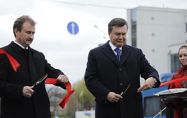Янукович розставляє донецьких у Києві