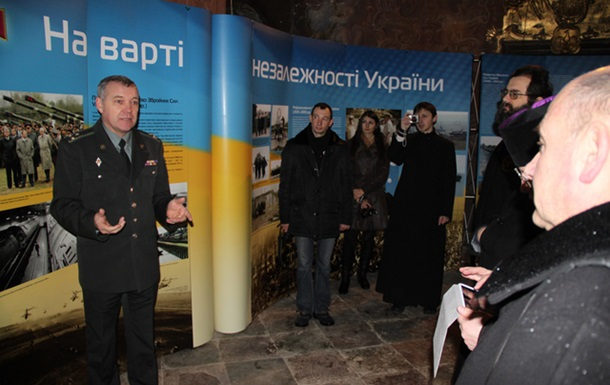 Військовий музей відкрив фотовиставку у гарнізонному храмі Львова